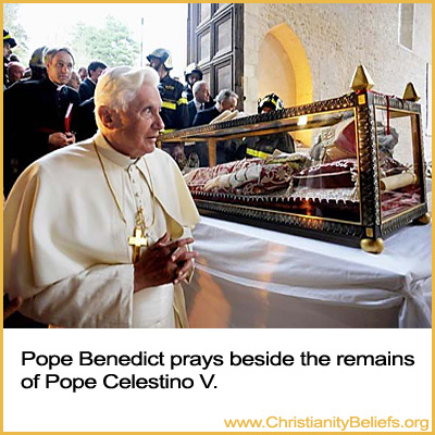 Pope Benedict prays beside the corpse of Pope Celestino V