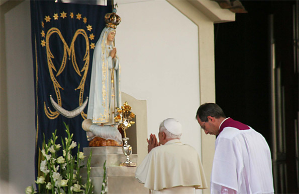 Pope Benedict XVI kneeling before and praying to an idol of Mary