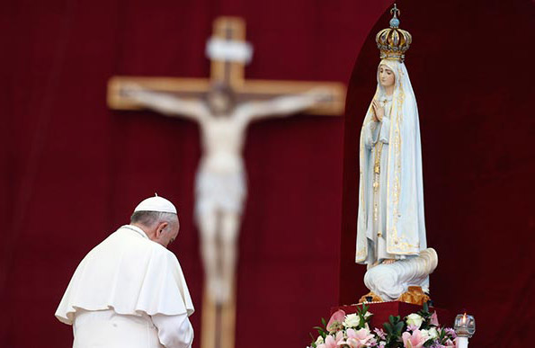 Pope Francis I bowing before and praying to the Blessed Virgin Mary